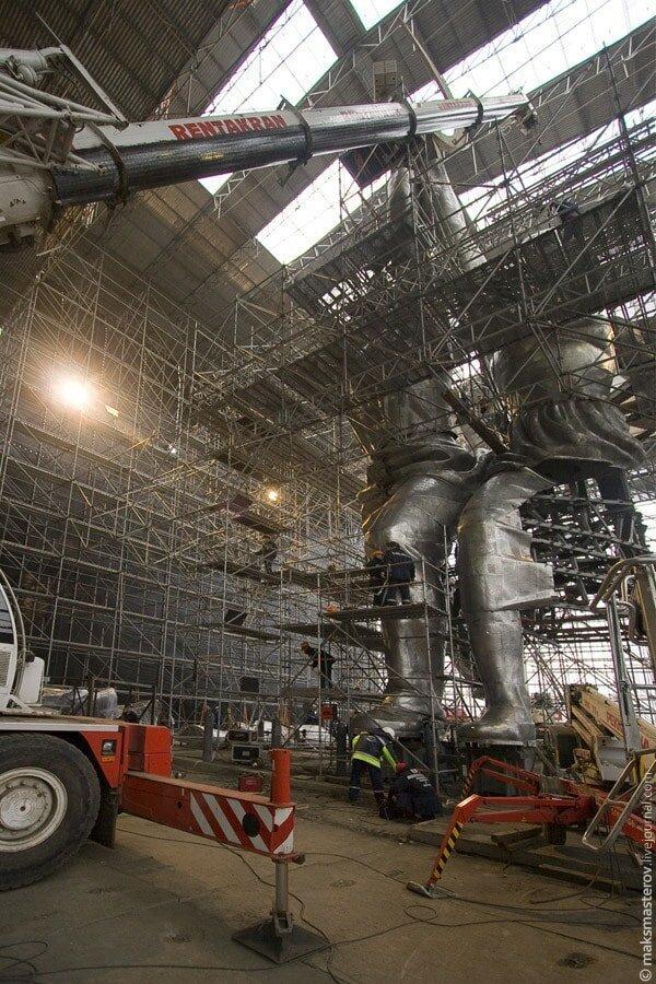 В 2003 году она находилась практически в аварийном состоянии Рабочий и колхозница, внутри, интересно, монумент, статуя