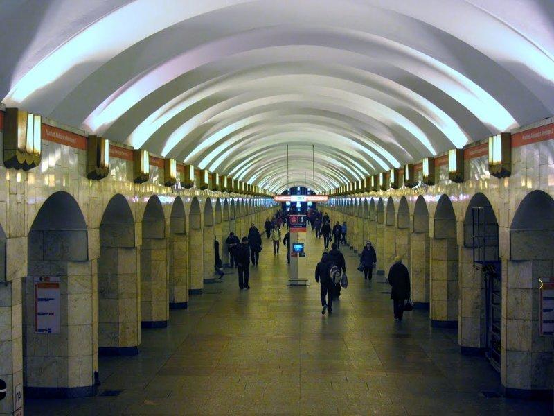 Петербуржцы жалуются на превращение метро из музея в унылую скучную подземку