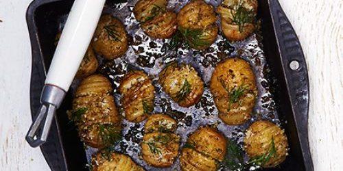 Молодая картошка хассельбек с укропом в духовке