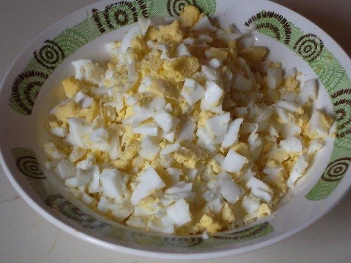 Фото к рецепту: Заливной пирог с зелёным луком и яйцом