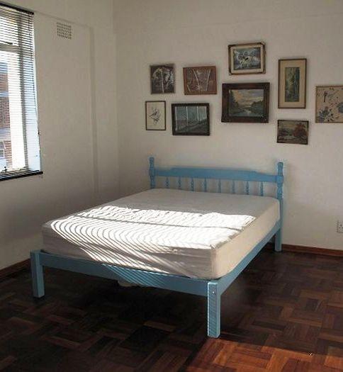 Потрясающий пример для ремонта! Раньше в этой комнате помещалась только кровать. То, что сделал этот парень, впечатляет!