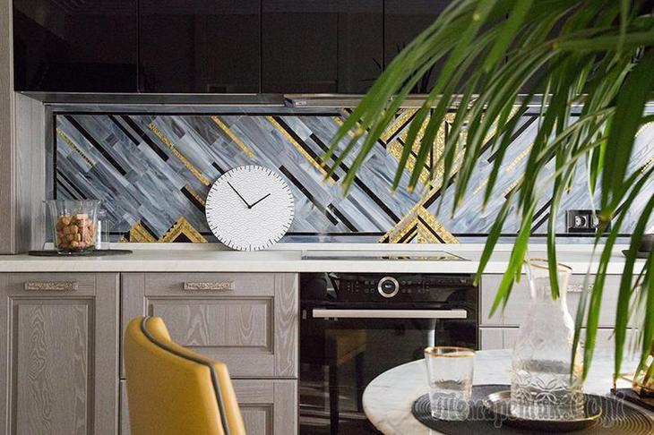 Яркая геометрия в петербургской квартире