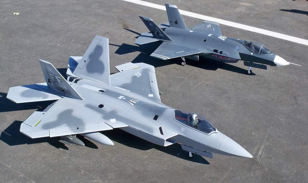 Американцы предложили скрестить истребители F-22 и F-35