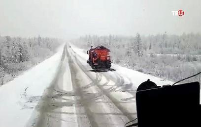 Снегопады обрушились на несколько российских регионов. Видео