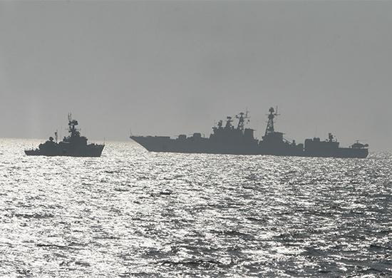 Российские боевые корабли вышли научения взалив Петра Великого