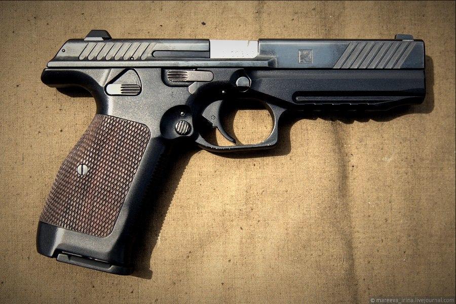Новый пистолет Калашникова. Мнения экспертов — удобнее «Глока», надежнее «Вальтера»