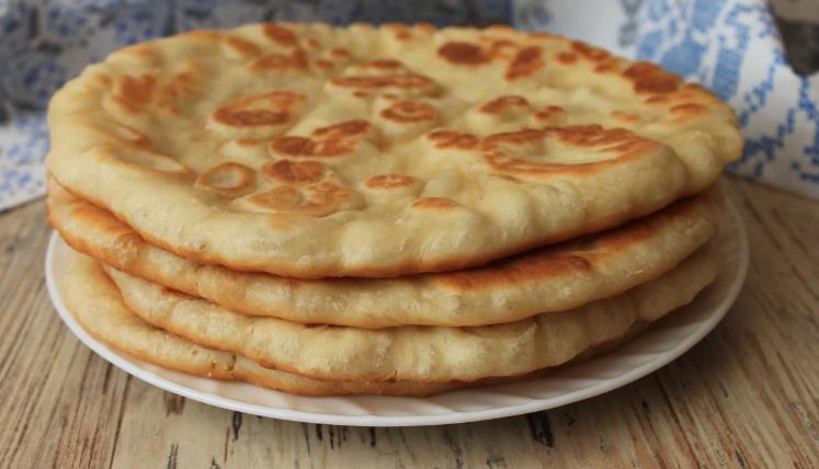 Если в холодильнике застоялся кефир, готовлю из него очень вкусные и простые лепёшки на сковороде