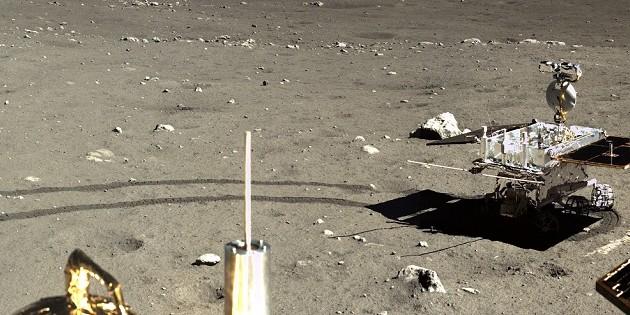 Китай опубликовал цветные фото с поверхности Луны