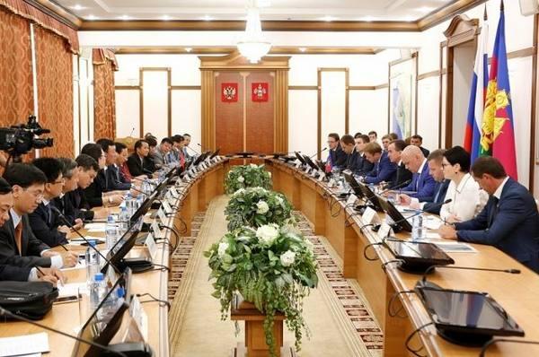 Вьетнам хочет инвестировать капитал в деревообработку Кубани