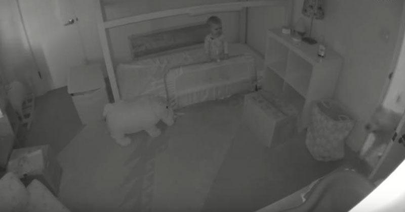 Родители заметили, что в комнате их годовалой дочки происходит нечто странное. Тогда они установили камеру….