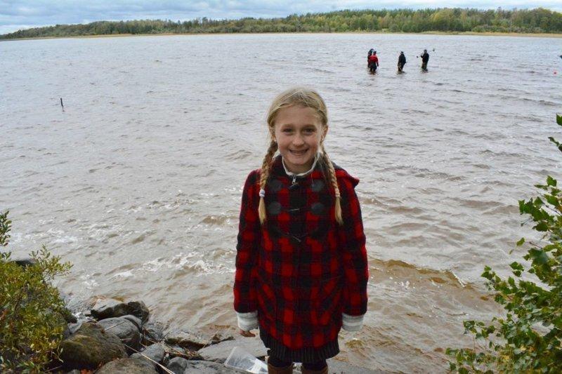 Восьмилетняя девочка во время купания в шведском озере нашла меч довикинговой эпохи Jönköpings Läns Museum, The Local, ynews, викинги, меч, находка, швеция