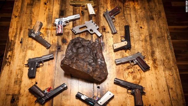 Американцы делают оружие из …