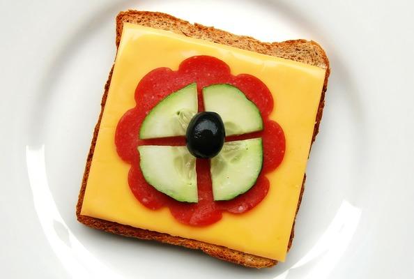 Бутерброд с сыром и колбасой