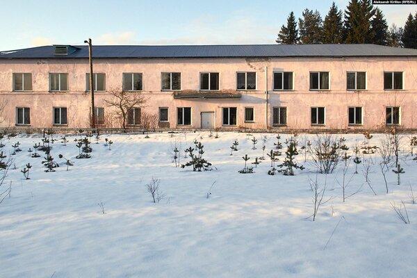 """Мошенская Центральная районная больница. Судя по фото, в здании просто """"кипит"""" работа"""