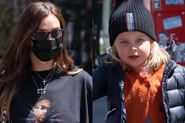 Ирина Шейк в футболке с рэпером DMX на прогулке с дочерью Леей