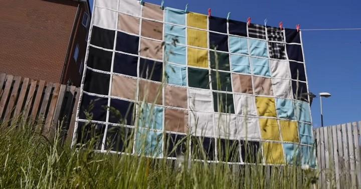 Замечательное летнее одеяло из обрезков ткани и шерстяных вещей