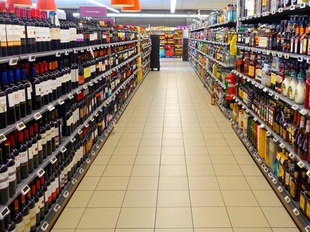 Минюст предложил покупать алкоголь на электронные деньги
