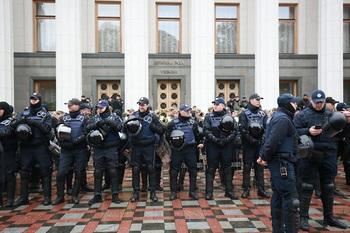В центр Киева стянуты вооруженные нацгвардейцы