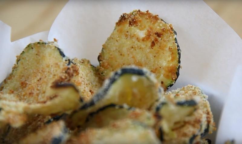 Нежнейшие кабачковые чипсы - вот чем можно удивить домашних!