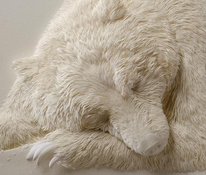 Думаешь, это просто фото белого медведя в спячке? Мой тебе совет, взгляни-ка на него поближе!