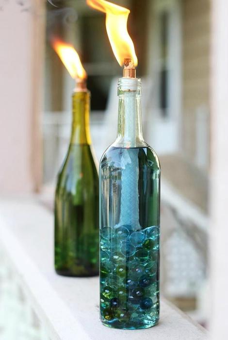 Свечи в бутылках.
