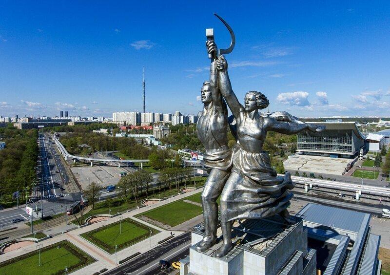 Скульптурная композиция Веры Мухиной «Рабочий и колхозница» Рабочий и колхозница, внутри, интересно, монумент, статуя