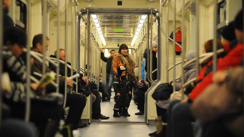 Москвичи о «серой» ветке метро: вагоны‑вытрезвители, опасные поручни и станция знакомств