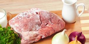 Как правильно разморозить мясо?