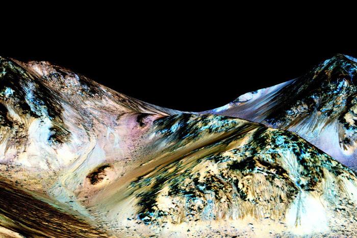 НАСА заявляет, что на Марсе есть вода. Что это значит для жизни?