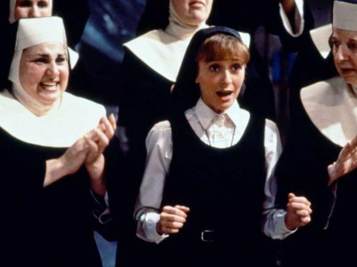 Три монахини пошли на испове…