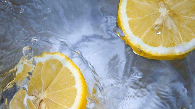 Срочно найдите в своем холодильнике лимон. Зачем? Рассказываем