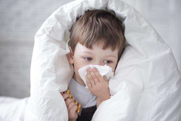 Как быстро избавиться от насморка без лекарств по методу Евгения Комаровского