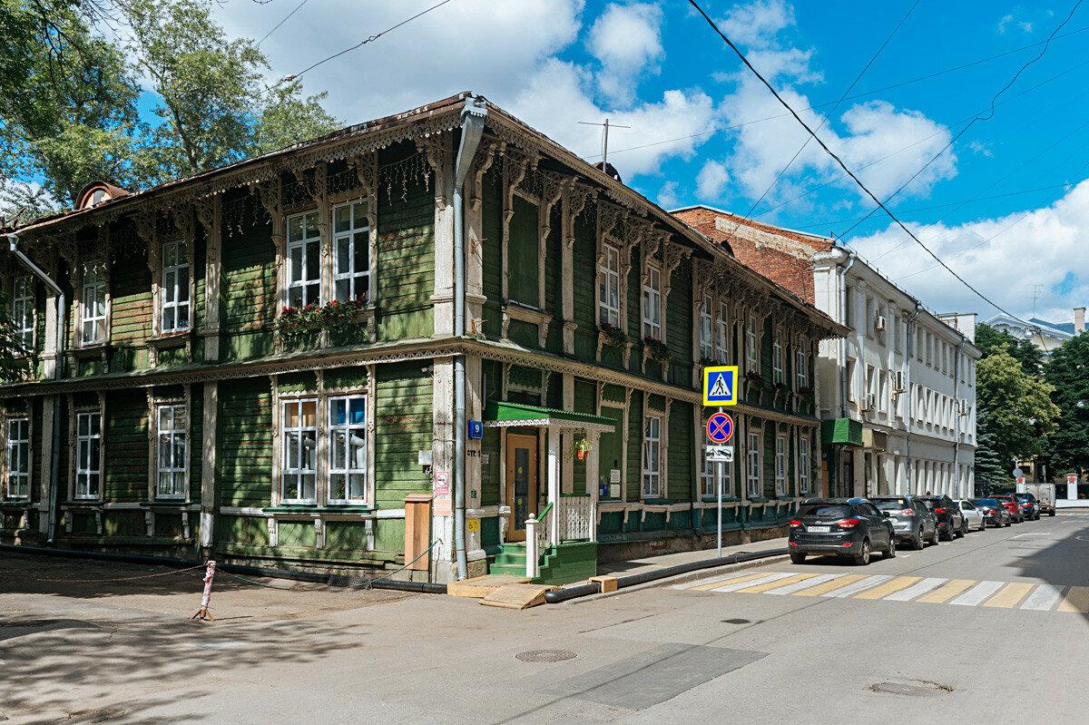 Где искать деревянные дома, построенные почти 200 лет назад, в современной Москве?