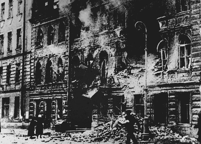 МИФ ПЕРВЫЙ: СДАЛИ БЫ ГОРОД, НЕ БЫЛО БЫ ЖЕРТВ блокада, ленинград, мифы