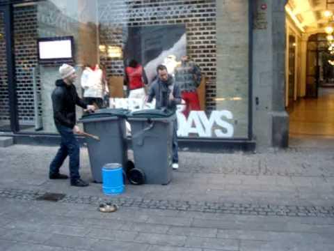 ПОСИДЕЛКИ... Под аккомпанемент мусорных баков