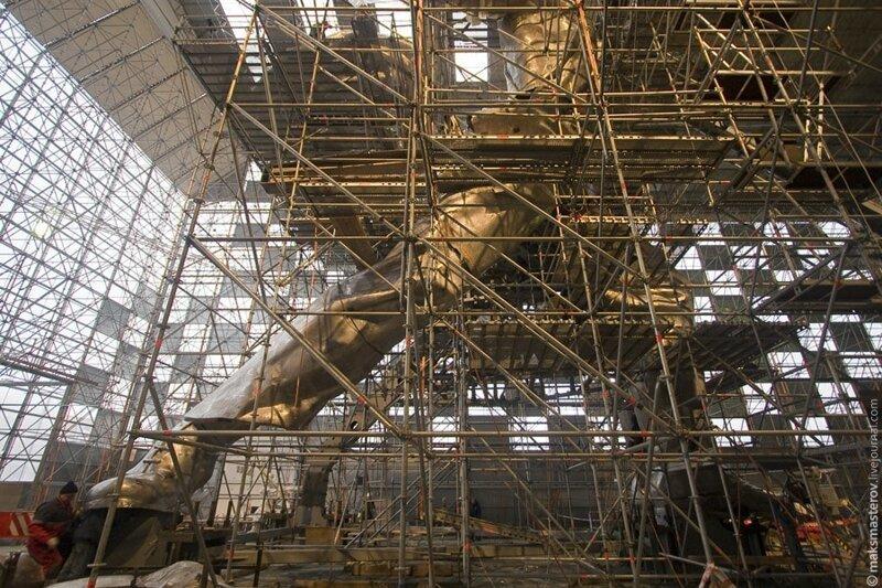 «Рабочего и колхозницу» разобрали и вновь отправили на реставрацию Рабочий и колхозница, внутри, интересно, монумент, статуя