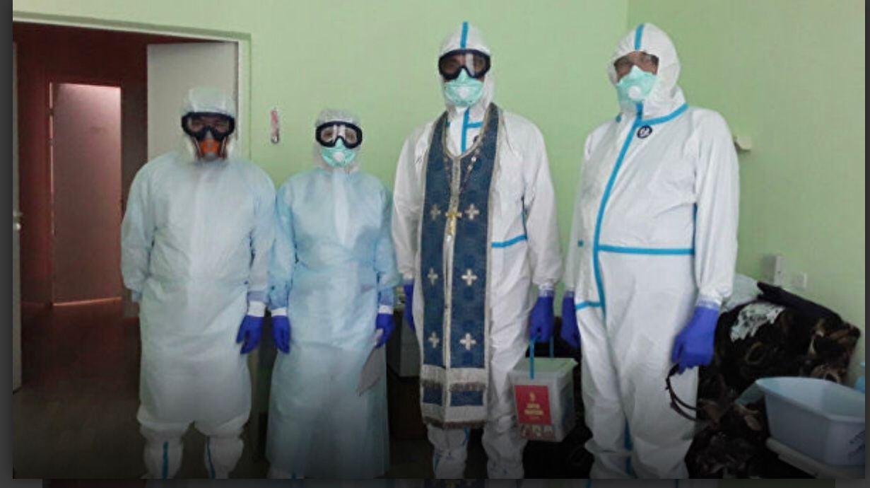 Кубанским священникам выдали специальные противоковидные рясы. коронавирус,общество,россияне,священники