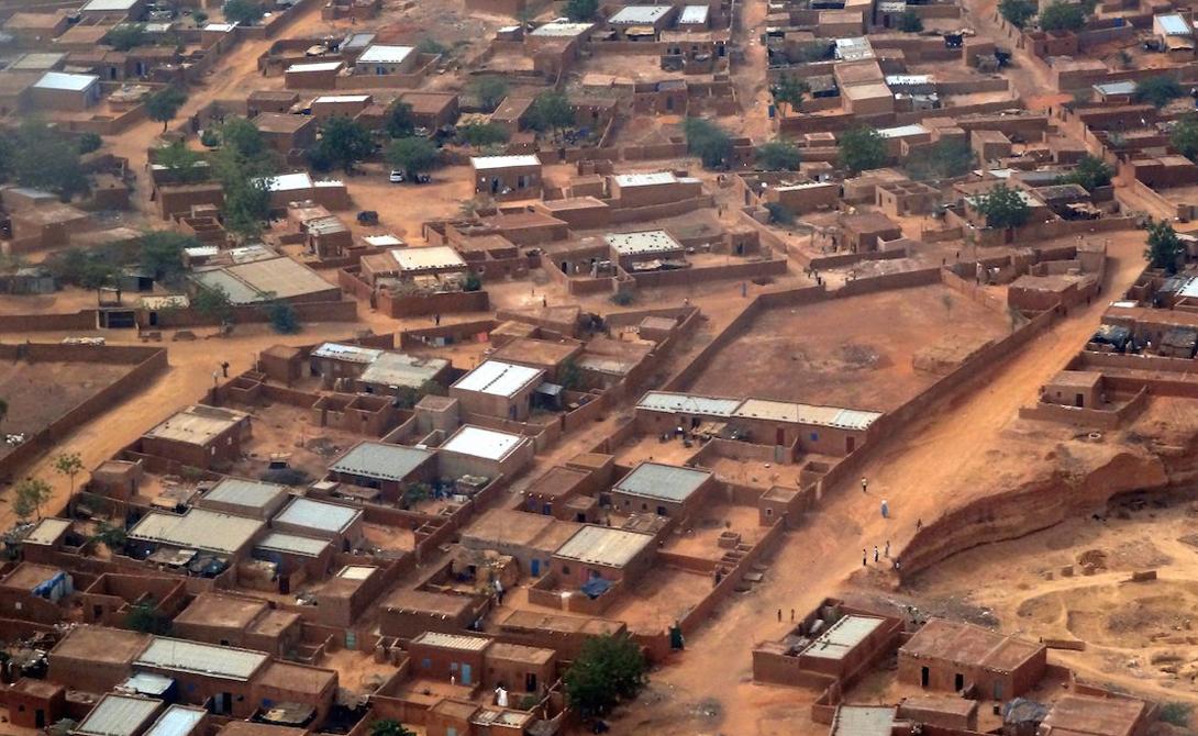 Бурунди ВВП на душу населения: 500$ Крупнейшие экономики мира, такие как США и Великобритания, ежегодно тратят миллиарды долларов на поддержку Бурунди. К сожалению, на данный момент результат практически незаметен: жители Бурунди все так же находятся на грани нищеты.