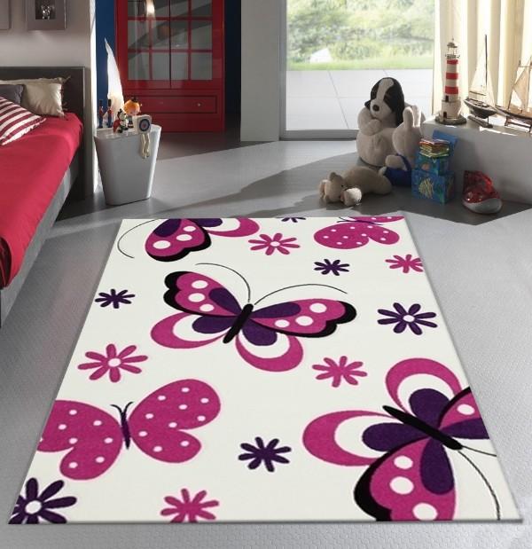 сиреневые бабочнки на белом фоне ковёр на полу в детской комнате