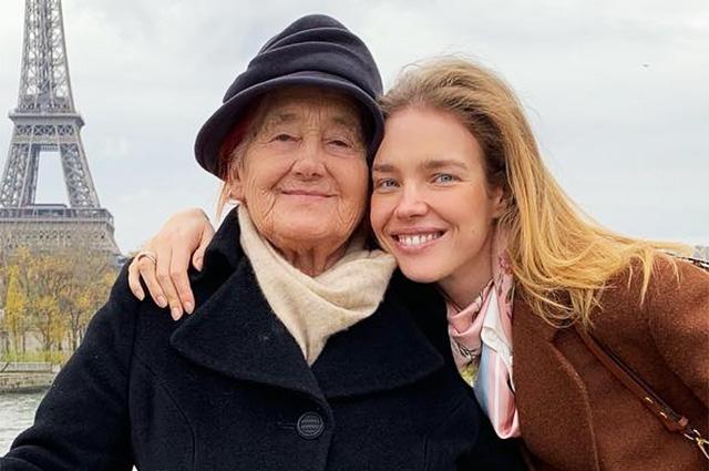 Наталья Водянова устроила бабушке экскурсию по Парижу