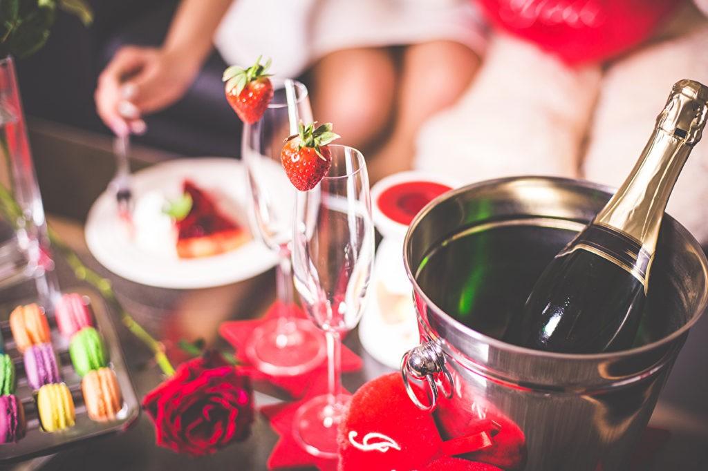 Шампанское и клубника