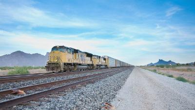 В США крушение поезда привело к масштабному разливу спирта