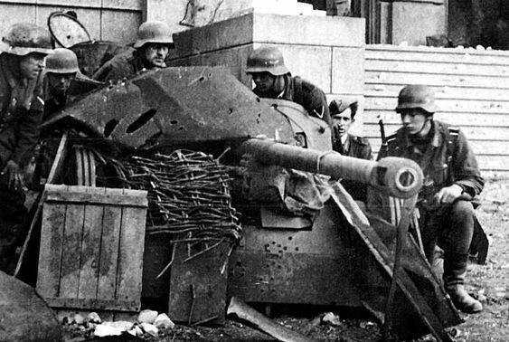 Расчёт немецкой 50-мм противотанковой пушки РаК-38. Сталинград, 1942 г. Великая Отечественная Война, архивные фотографии, вторая мировая война