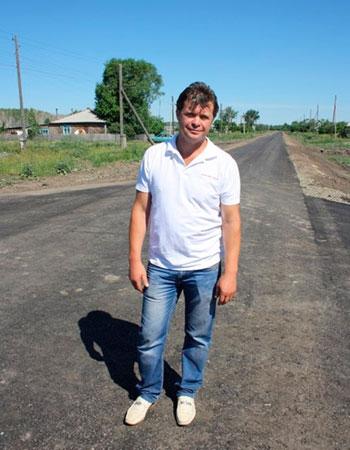 Сельский фермер потратил целое состояние на дорогу дорога, фермер