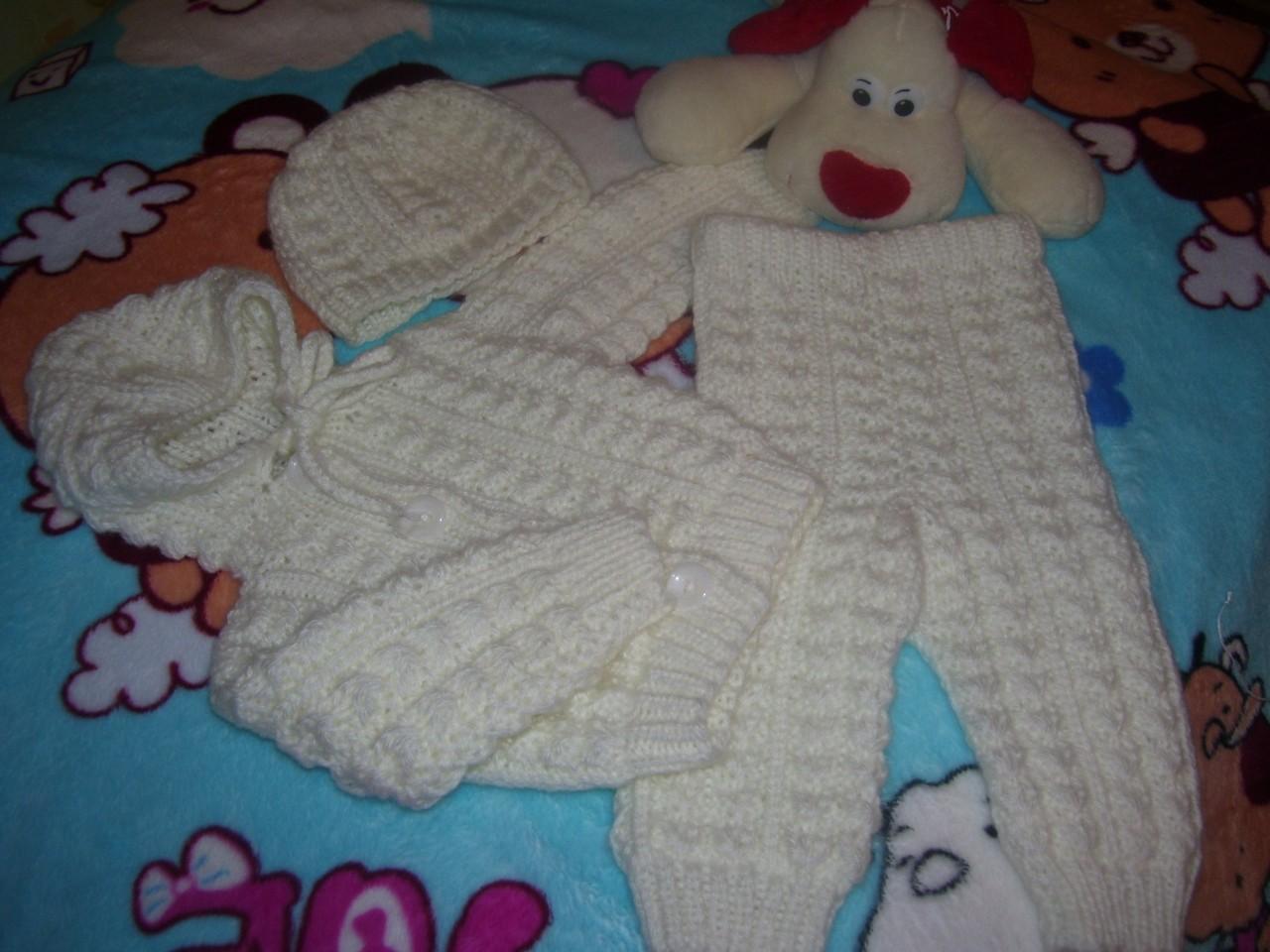 Белый костюмчик для новорожденного