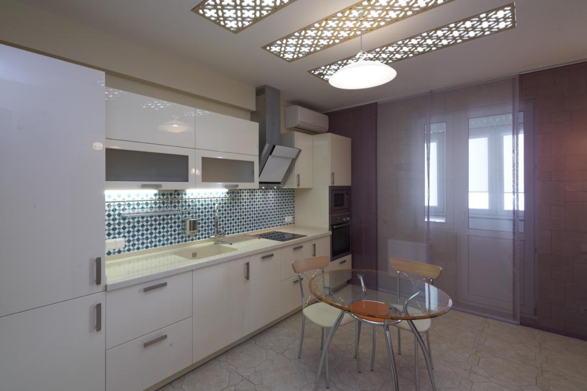Кухня/столовая в цветах: Голубой, Светло-серый, Серый, Фиолетовый. Кухня/столовая в стиле: Минимализм.