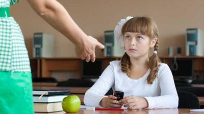 В Чечне запретили мобильники на уроках