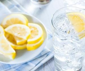 5 лучших напитков для утоления жажды летом