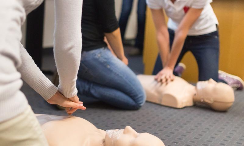 Учителей обяжут научиться оказывать первую медпомощь детям