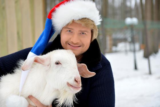Николай Басков узнал будущее России от символа Нового года-козла Яшки